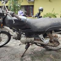 Lot 8 : Sepeda Motor Honda Win dalam kondisi rusak ...