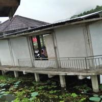 1 paket bongkaran 1 (satu) unit Bangunan Gedung Tempat Kerja Lainnya (Bangunan Pusat Informasi Pengunjung Danau Rawa Taliwang)