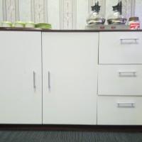 Satu unit rak dapur terbuat dari bahan harbot dengan kombinasi warna putih dan coklat dengan dimensi 120 x 75 cm. Kondisi bekas di Kabupaten