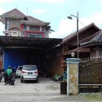 BCA - 1 Paket yaitu 2 bidang tanah dengan total luas 1870 m2 berikut bangunan SHM 930 dan 1021 di Desa Karanganyar, Kec. Plupuh