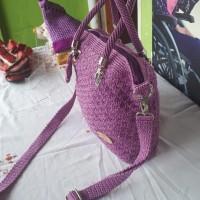 1 (satu) unit Tas santai morif terang warna ungu bahan nilon 3.5 tali jinjing dan selempang ukuran lebar  28 cm tebal 7 cm tibggi 27 cm harg