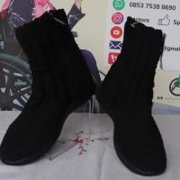 Sepasang sepatu boot warna hitam partakus ukuran 39 bahan rajutan tapak foam di Kota Padang