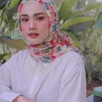 Ninano.label (Lot 3) Sebuah Hijab Printing Watercolor warna broken white Bahan Voal Ultrafine Size 115x115 cm Pinggiran Laser Cut Eksklusif