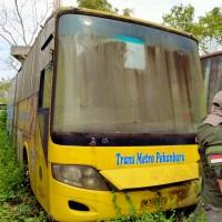 (Pemko Pekanbaru - 92) 1 paket barang scrap terdiri sebelas unit eks bus merk Hino