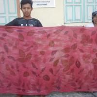 UMKM 1 : Kain Katun Ecoprint Motif Daun Lanang dengan Pewarna Alam Mahoni Tingi (uk. 115 x 250cm) di Kota Singkawang