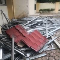 1 paket sisa bongkaran gedung A milik Politeknik ATI Padang