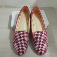 1 pasang sepatu wanita warna merah putih, uk. 38, merk Inconinety 9