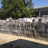 1 paket eks logistik berupa bilik suara berbahan aluminium milik KPU Indramayu