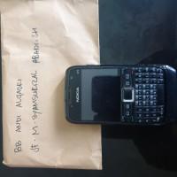 1 unit handphone merk Nokia warna hitam yang dirampas untuk negara berdasarkan kondisi rusak (Kejari Bulukumba)