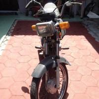 Satu unit sepeda motor merek Honda MCB, tahun 2004, warna hitam, nopol AG 3291 PP