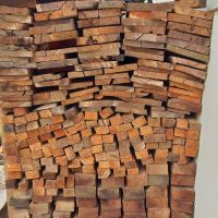 Satu paket kayu meranti sebanyak 252 barang volume 4,9974 m3 temuan Dinas Lingkungan Hidup dan Kehutanan