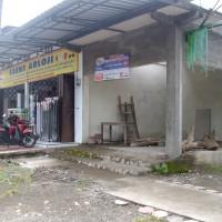 Satu bidang tanah berikut bangunan, SHM No.530, LT 208 m², terletak di Desa Suruhan Kidul Kec. Bandung Kab. Tulungagung