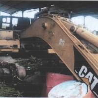 1 unit Alat Berat merk/type Caterpillar Hydraulic Excavator 320B, dalam kondisi rusak berat/scrap (besi tua)