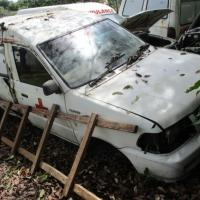 1 Paket berupa Scrap yang terdiri dari 2 unit eks Kendaraan Dinas Roda 4, Merek Nissan Terano Kingroad F1 dan Merk Toyota Kijang  KF 60