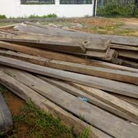 Kejari Aceh Tamiang, 25 batang kayu jenis Krueng dengan ukuran 4x5, 5x16 dan 31 batang kayu jenis Meranti dengan ukuran 2,5x9x16.