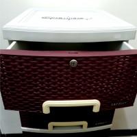 Sukarela LA (15/10) - Satu unit lemari plastik 5 laci merek Napolly warna maroon, kondisi baru