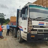 KPP Pratama Balikpapan Timur :  Truk Tronton Merk Hino