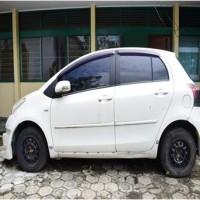 (Kejari Pinrang) 1 (satu) unit mobil merk Toyota Yaris warna putih metalik tahun pembuatan 2010 dan 1 (satu) kunci mobil