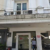 PT. BPD Jatim, Tbk : tanah & bangunan SHGB No.1532/Menteng Dalam luas 63 M2,Royal Palace C23 Jl.Prof.Dr. Soepomo,SH No.178 A, Jaksel