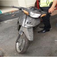 Kejari Padang (5) Satu unit  Sepeda Motor Yamaha Vega warna hitam silver tanpa Nopol, tanpa kunci kontak, tanpa STNK dan tanpa BPKB