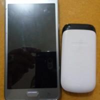 [KjriPyk] 4. 1 (satu) unit Handphone merk Samsung lipat warna putih & 1 (satu) unit Handphone Samsung Android warna silver