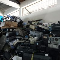 ADK_satu paket barang inventaris dan peralatan kantor kondisi rusak berat