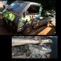 (Kejari Jepara) 3. 1 (satu) unit Suzuki Carry Pick Up dan 2 batang kayu jati