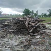 Kejari Sukamara Lot 10 : 1 (satu) paket kayu terdiri dari 12 (dua belas) keping kayu olahan jenis kempas