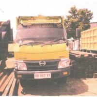 Kejari Ketapang 13: 1 (satu) unit truk Hino dan kayu olahan