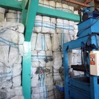 Pemkot Sby Lot 5 : 1 (satu) paket barang berupa sampah plastik hasil kontribusi Bus Surabaya