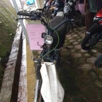 (Kejari Solsel) Lot 3. 1 (satu)  unit Sepeda Motor  Merk Revo warna hitam tanpa Nomor Polisi. STNK dan BPKB tidak ada