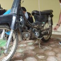 (Kejari Solsel) Lot 4. 1(satu) unit Sepeda Motor  jenis Honda Astrea Grand warna hitam  tanpa Nomor Polisi. STNK dan BPKB tidak ada