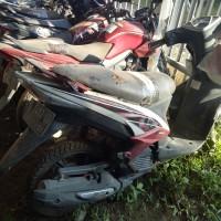15 Kejari Banyuasin : 1 (satu) unit sepeda motor merk yamaha xeon warna putih nomor polisi BG 2453 JB (BPKB dan STNK tidak ada)