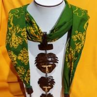 1 (satu) buah Scraft  Batik  Warna Hijau  + Aksesoris Merek Sang Bayu Handy Craft