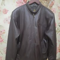 Sukarela 3. 1 (satu) buah jaket berbahan kulit kondisi apa adanya Warna Coklat Tua, Ukuran XL