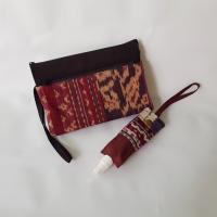 INDHE (UMKM)-Lot3-Paket New Normal 03 yaitu 1 Medium Wrislet Pouch ukuran 21x15 cm dan 1 hand sanitizer holder 50ml
