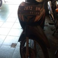 (KPP Wonocolo) 1 unit sepeda motor merk Honda NF 100 SE tahun 2008, Nopol L 2872 BN Warna Hitam