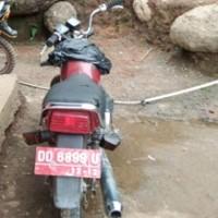 Lot. 10. 1 unit Sepeda Motor Suzuki A 100 Tahun 1997, Nomor Polisi  DD 6899 U, di Kemenag. Tana Toraja