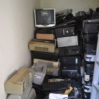 [PNTjp] 1. 1 (satu) paket barang inventaris kantor berupa Peralatan dan Mesin serta Meubelier sebanyak 567 unit rusak berat