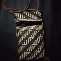 LOT 7: Tas Pinang dari Sorong Selatan , dibuat dengan anyaman dari pelepah pohon sagu