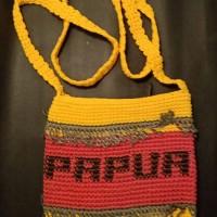 LOT 17: Tas rajut Papua dengan bahan benang rajutan.ukuran paspor