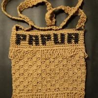 LOT 18: Tas rajut Papua dengan bahan benang rajutan ukuran buku tulis