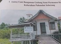 1(satu) paket Bongkaran gedung kelurahan Pahandut Seberang