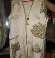 1 (satu) paket terdiri dari : 1 (satu) buah outer Batik Ecoprint dan 1 (satu) buah Blouse Lengan Panjang Batik Ecoprint