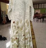 1 (satu) paket terdiri dari : 1 (satu) buah Baju Gamis Ecoprint dan 1 (satu) buah Shall Batik Ecoprint