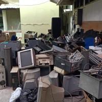 1 paket barang inventaris kantor dalam kondisi rusak berat dijual apa adanya (RRI Surabaya)