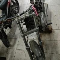 1 (satu) unit kendaraan roda dua merk Suzuki Intruder 400 cc warna hitam Nopol. B 1305 AL (tanpa dokumen kepemilikan)