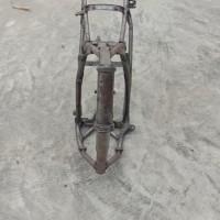 Paldam I/BB -10. 1 (satu) unit Sepeda Motor merk/type Jialing, Tahun Pembuatan 2005, kondisi rusak berat dengan nomor Reg 7197-I