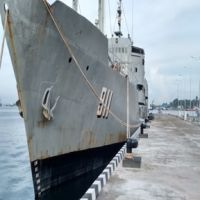 Satu unit Kapal KRI Sorong, Nomor Lambung Kapal 911, Tipe Kapal Bantu Cair Minyak, Tahun Pembuatan 1965, buatan Yugoslavia