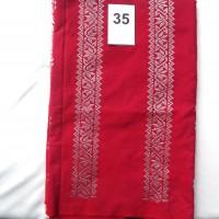 LOT35. 1 (SATU) BUAH BAHAN TENUN BATUBARA WARNA MERAH MOTIF TAMPUK MANGGIS, Uk;3 m (DEKRANASDA SUMUT)